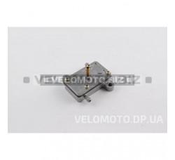 Бензонасос вакуумный   универсальный   (на скутера 50-150cc, 3 выхода, прямоугольный)